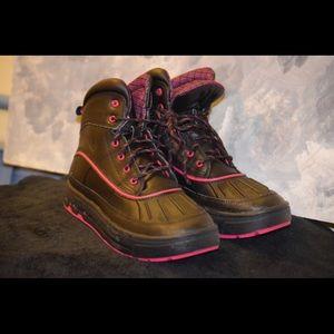 Nike ACG Shoes - Black & Pink Nike ACG Woodside II GS Boys Size 6